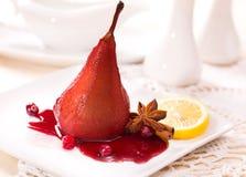 Tjuvjagade päron i rött vin Royaltyfria Foton