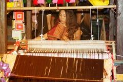 Tkacza działania przedstawienie w Tajlandia wycieczki turysycznej festiwalu Obrazy Royalty Free