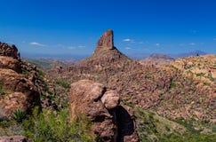 Tkacza ` s igła jest w przesąd górach na wschód od Phoenix, Arizona zdjęcie royalty free