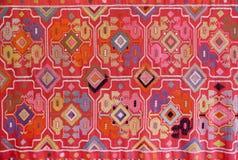 Tkanina haftująca z orientalnymi ornamentami Obrazy Stock