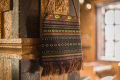 Tkany wełna worek na limstone ścianie Obraz Stock