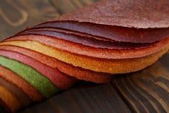 Tklapi, getrocknete saure Pflaumen benutzt im georgischen und armenischen Kochen Stockfotografie