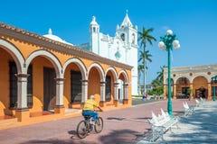 TLACOTALPAN, MESSICO - 18 novembre, 2013: Città coloniale messicana fotografia stock