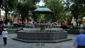 Tlaxcala, México agosto de 2014: TIEMPO LAPSE-DOLLY ADENTRO Parque principal adentro en el centro de la ciudad almacen de metraje de vídeo
