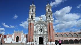 Tlaxcala, México agosto de 2014: TIEMPO LAPSE-DOLLY HACIA FUERA La iglesia de Ocotlan almacen de video
