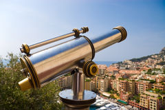 Télescope dans une place de touristes populaire Photo stock