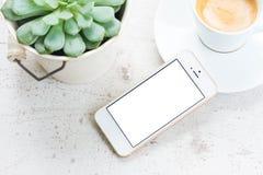 Åtlöje upp med den vita telefonen Royaltyfria Bilder