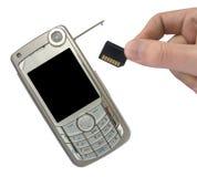 Téléphone portable et main avec la carte de mémoire Photographie stock libre de droits