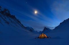 Tält på natten Fotografering för Bildbyråer