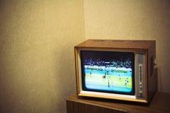 Téléviseur de vintage avec la pièce pour le texte sur le fond Images libres de droits