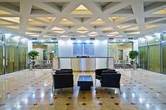 Lobby på kontorsbyggnad Royaltyfria Foton
