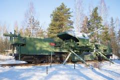 TM-1-180 180 mm铁路火炮大炮的看法在战斗的情况的 堡垒`红色小山` Alekseev 免版税库存图片