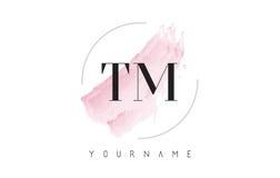 TM T M Watercolor Letter Logo Design con el modelo circular del cepillo Fotos de archivo libres de regalías