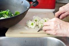 Tnący świezi warzywa Zdjęcia Royalty Free