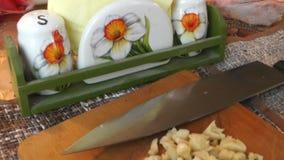 Tnący czosnek z nożem zbiory