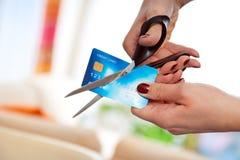 Tnąca kredytowa karta Fotografia Stock