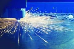 Tnący metal z laserem Obrazy Royalty Free