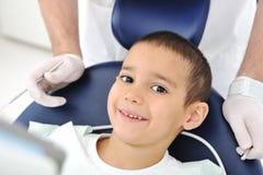 tänder för serie för checkuptandläkarefoto släkta s Arkivbild