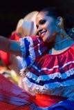 Tänzer der jungen Frau von Costa Rica im traditionellen Kostüm Lizenzfreie Stockfotos