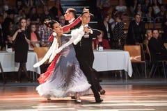 Tänzer, die Standardtanz tanzen Stockfoto