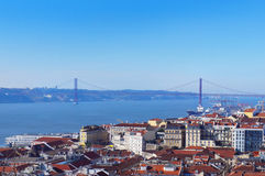 25to de April Bridge en la Lisboa Foto de archivo libre de regalías