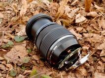 6to de febrero de 2017 Mi Olympus 12-40 F2 la lente 8 con la cámara cae abajo del puente a las piedras en el río Imagenes de archivo