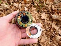6to de febrero de 2017 Mi Olympus 12-40 F2 la lente 8 con la cámara cae abajo del puente a las piedras en el río Fotos de archivo libres de regalías