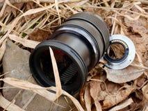 6to de febrero de 2017 Mi Olympus 12-40 F2 la lente 8 con la cámara cae abajo del puente a las piedras en el río Fotografía de archivo libre de regalías
