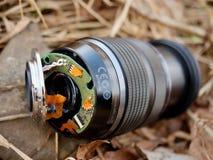 6to de febrero de 2017 Mi Olympus 12-40 F2 la lente 8 con la cámara cae abajo del puente a las piedras en el río Imagen de archivo libre de regalías