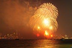 4to de los fuegos artificiales de julio en Nueva York Imágenes de archivo libres de regalías