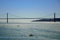 25to del puente de abril Foto de archivo libre de regalías