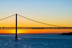 25to del puente de abril en la salida del sol Imagen de archivo libre de regalías