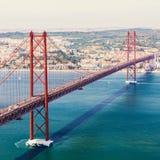25to del puente de abril en Lisboa Panorama Fotos de archivo libres de regalías