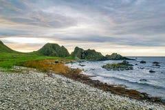 To jest obrazek niewygładzony kamienny brzeg w Ballintoy Północnym - Ireland zdjęcie royalty free