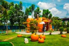 To jest pomarańczowy dom fotografia royalty free