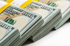 Tło nowi 100 USA dolarów banknotów rachunków Zdjęcie Stock