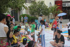 To participate in the parent-child activities of the Parents and children in SHENZHEN Happy Valley square Royalty Free Stock Photography