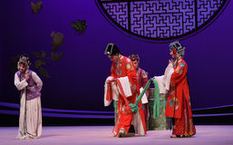 """To pay tribute to the matchmaker at the wedding-Kunqu Opera """"the West Chamber"""" Royalty Free Stock Photos"""