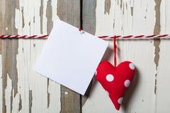 to walentynki dni Pojęcie: Dzień wszystkie kochankowie Handmade serca i kawałek papieru dla listu miłosnego Zdjęcia Royalty Free