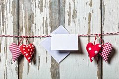 to walentynki dni Pojęcie: Dzień wszystkie kochankowie Handmade serca i kawałek papieru dla listu miłosnego Fotografia Royalty Free
