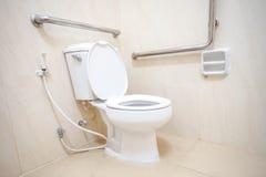 Toaleta dla inwalidzkich ludzi Fotografia Royalty Free