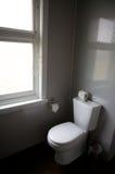Toalete em um quarto de hotel foto de stock