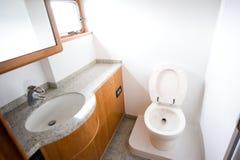 Toalete no iate imagem de stock royalty free