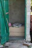 Toalete velho do ar livre Fotografia de Stock