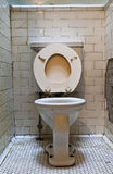 Toalete velho sujo Fotografia de Stock Royalty Free