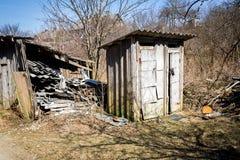 Toaletes dobro da dependência em uma vila Foto de Stock Royalty Free