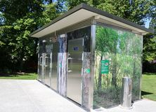 Toaletes públicos modernos que constroem, Geraldine, Nova Zelândia imagem de stock