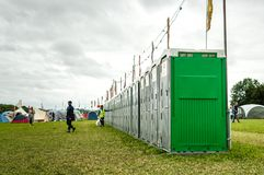 Toaletes portáteis no festival de Womad fotografia de stock royalty free