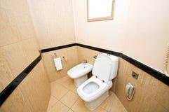Toalett i badrum Fotografering för Bildbyråer