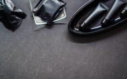 Toalettartikeluppsättning Soap stången och flytande och förkroppsliga behandling i svartPA Royaltyfri Foto